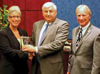 IFT President Marianne Gillette and past IFT President Mark McLellan present the Congressional Support for Science Award to Rep. Allen Boyd (center).