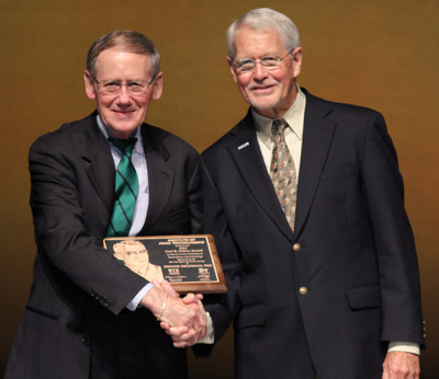 Denny Heldman receives Carl Fellers Award at the 2013 IFT Annual Meeting.